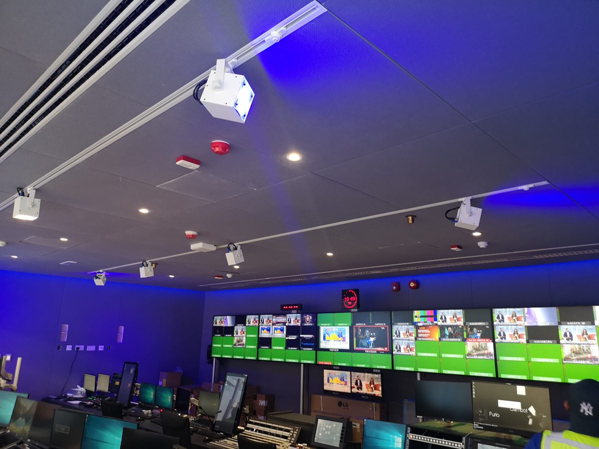Braq Cubes installed on recessed ceiling tracks inside the control room.